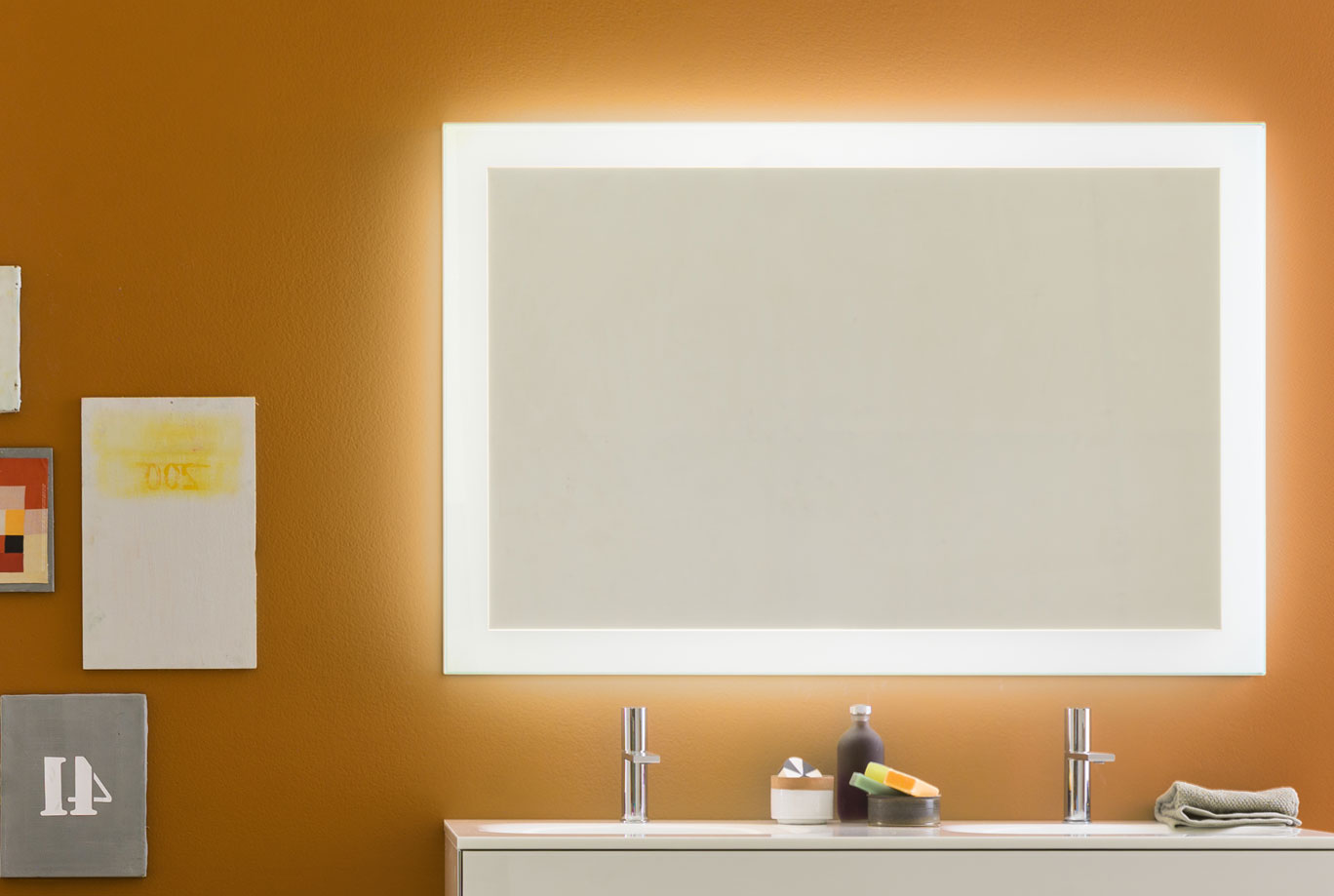 Luminee info salle de bain design ameublement de for Miroir in english